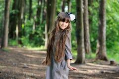 uroczej lasowej dziewczyny mały target1480_0_ lato Fotografia Stock