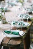 uroczyście ustawienie tabeli tła boutonniere karty wystroju dekoraci zaproszenia perły róże target2134_1_ biel Fotografia Royalty Free