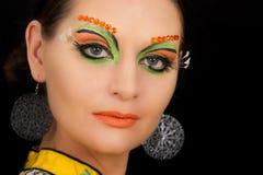 Uroczy brunetki kobiety portret z kreatywnie makijażem Fotografia Stock