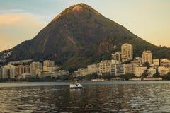 Uroczy dzień przy Lagoa Rodrigo De Freitas W Rio De Janeiro, Brazylia zdjęcie royalty free