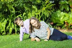 Uroczy dzieci i nastolatka Bawić się Fotografia Stock