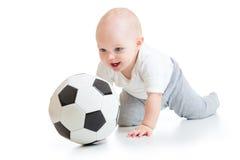 Uroczy dzieciak z futbolem nad białym tłem Zdjęcia Stock