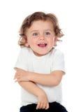 Uroczy dziecko z kędzierzawym włosy odizolowywającym Obrazy Stock