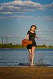 Uroczy dziewczyny przybycie z wody Obrazy Royalty Free
