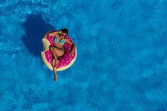 Uroczy Latynoski brunetka model Cieszy się letniego dzień Przy Po fotografia royalty free