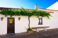 Uroczy Mały bielu dom, Monsaraz wioska, podróż Portugalia Obrazy Stock