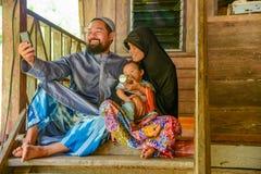 Uroczy Muzułmański rodzinny selfie themselves Zdjęcie Royalty Free