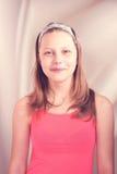 Uroczy nastoletni dziewczyny ono uśmiecha się Zdjęcia Royalty Free