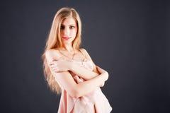 uroczy piękni dziewczyny menchii tuniki potomstwa zdjęcia stock
