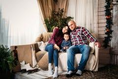 Uroczy rodzinny portret przy bożymi narodzeniami Zima wakacje nowego roku i Xmas pojęcie Obraz Royalty Free