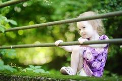 uroczy tła dziewczyny zieleni berbeć Obraz Stock