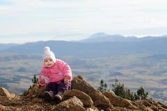 uroczy target2167_0_ dziewczyny góry berbeć Obrazy Royalty Free