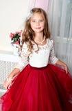 Uroczy uśmiechnięty małej dziewczynki dziecko w princess sukni obraz royalty free