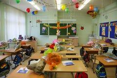 Uroczysta dekoracja sala lekcyjna, poświęcać początek nowy rok szkolny w mieście Balashikha, Rosja Fotografia Royalty Free