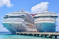 Uroczysta turczynka, turczynki i Caicos wyspy, - Kwiecień 03 2014: Karnawałowi swobody, karnawału zwycięstwa statki wycieczkowi w Obraz Royalty Free