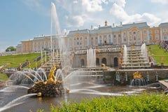 Uroczyste Kaskadowe fontanny Peterhof Fotografia Stock