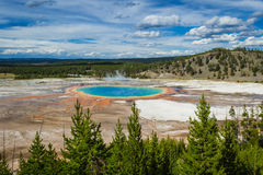 Uroczysty graniastosłupowy basen, Yellowstone park narodowy Zdjęcia Royalty Free