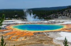 Uroczysty Graniastosłupowy wiosny Yellowstone park narodowy Wyoming Zdjęcia Royalty Free