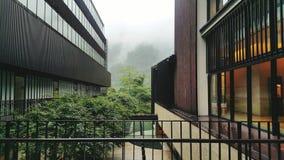 Uroczysty hotel w mgle obraz royalty free