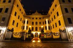 Uroczysty Hotelowy Taschenbergpalais przy nighttime Zdjęcia Stock