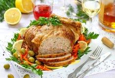 Uroczysty jedzenie Piec kurczak faszerował z baleronem i mushrums dla świątecznego gościa restauracji fotografia stock