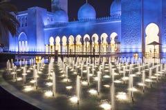Uroczysty meczet w Abu Dhabi przy nocą Obraz Stock