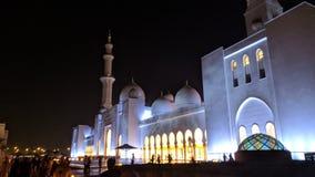 Uroczysty meczetowy Abu Dhabi przy nocą Zdjęcia Stock