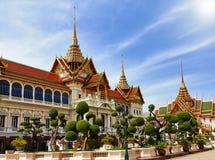 Uroczysty pałac, Wat Phra Kaew z niebieskim niebem, Bangkok, Tajlandia Obraz Stock