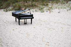 Uroczysty pianino na plaży Fotografia Stock