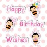 Urodzinowa karta z śliczną pszczołą na polki kropki tle stosownym dla Urodzinowej pocztówki ilustracja wektor