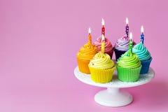 Urodzinowe babeczki zdjęcia stock