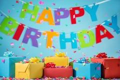 Urodzinowego prezenta pudełka z papierowymi confetti Zdjęcia Royalty Free