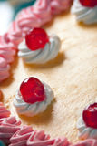 urodzinowego torta śmietanki truskawka Obraz Royalty Free
