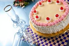 urodzinowego torta śmietanki truskawka Fotografia Royalty Free