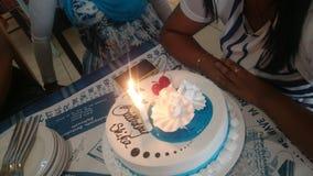Urodzinowego torta waniliowa czekoladowa świeczka Fotografia Royalty Free