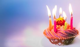 urodzinowej karty babeczki powitanie szczęśliwy zdjęcie royalty free