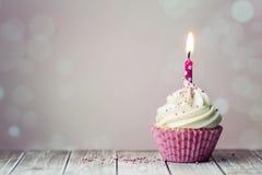 urodzinowej karty babeczki powitanie szczęśliwy Obrazy Stock