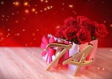 Urodzinowy pojęcie z czerwonymi różami w prezencie na drewnianym biurku Obraz Royalty Free