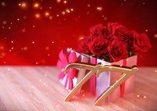 Urodzinowy pojęcie z czerwonymi różami w prezencie na drewnianym biurku siódmy 77th 3 d czynią Zdjęcia Stock