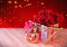 Urodzinowy pojęcie z czerwonymi różami w prezencie na drewnianym biurku siódmy 67th 3 d czynią Zdjęcie Royalty Free