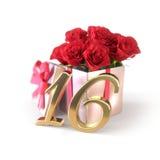 Urodzinowy pojęcie z czerwonymi różami w prezencie odizolowywającym na białym tle sixteenth Zdjęcie Stock