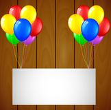 Urodzinowy tło z balonami i miejsce dla teksta na drewnianym tle Obraz Royalty Free