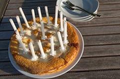 Urodzinowy tort na talerzu obraz royalty free