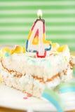 urodzinowy tort urodzinowy pokrajać Zdjęcia Stock