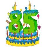 85 Urodzinowy tort Z liczbą Osiemdziesiąt pięć świeczek, Świętuje kwinta rok życie, Kolorowych balony i Czekoladowego narzut, Zdjęcie Stock