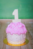 Urodzinowy tort z liczbą jeden Zdjęcie Royalty Free