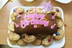 Urodzinowy tort z sześć świeczkami Zdjęcie Stock