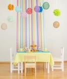 Urodziny stół z tortami. Obraz Royalty Free
