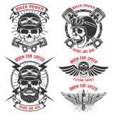 Urodzony dla prędkości Set emblematy z biegowymi czaszkami Rowerzysty klub ilustracji
