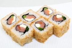 Uromaki Суши в nori Японская еда на красивом блюде еда диетпитания стоковая фотография